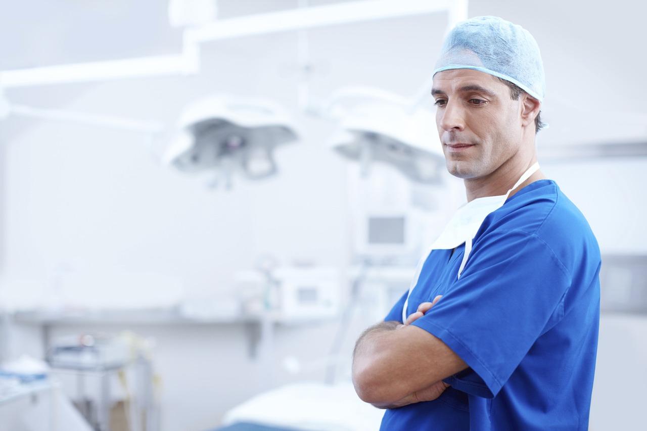Dlaczego warto zdecydować się na zakup odzieży medycznej?